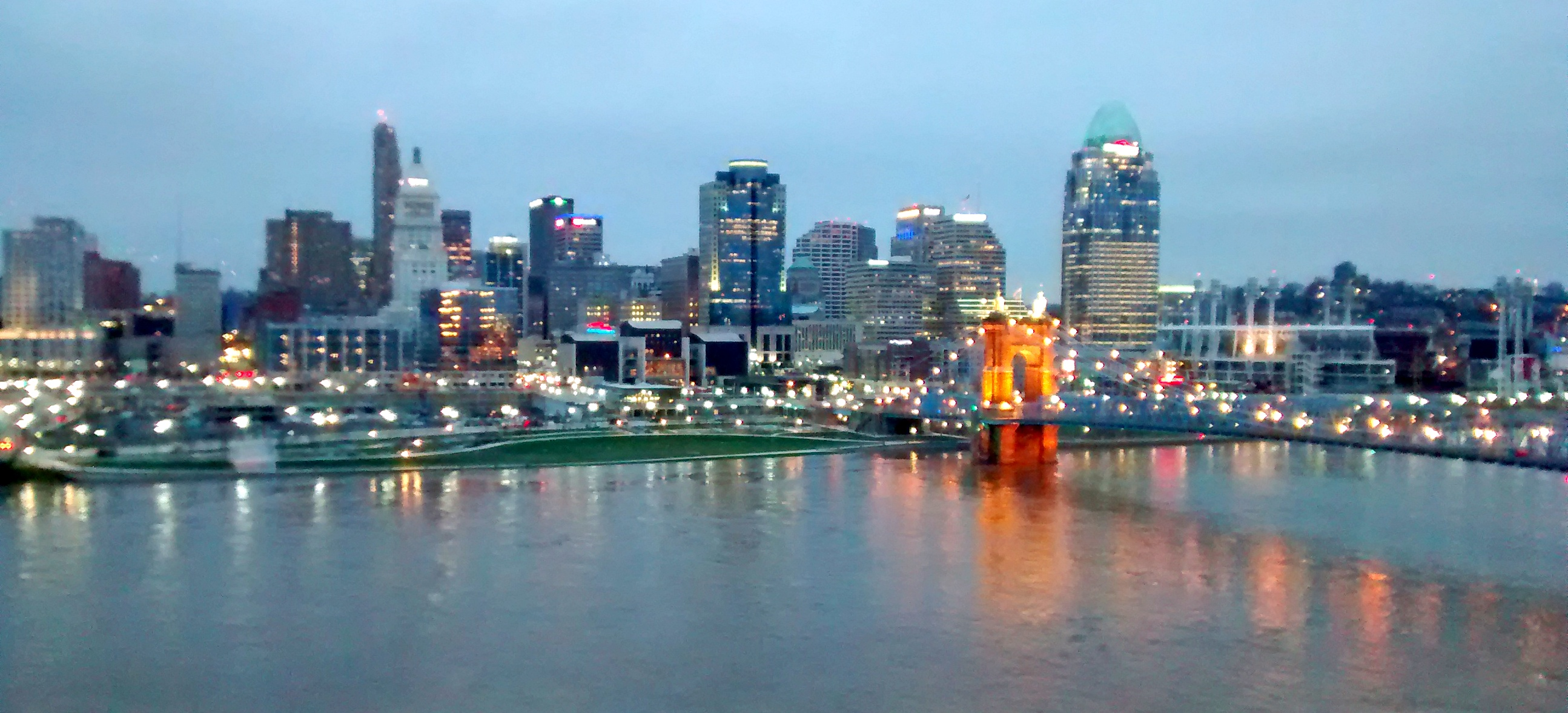 Skyline_of_Cincinnati_OH_-_panoramio-1